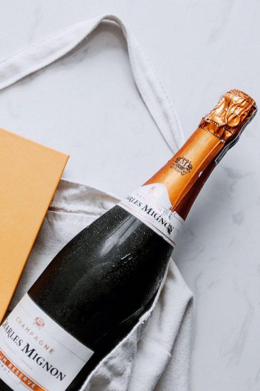 Где продать шампанское с рук коллекционерам.