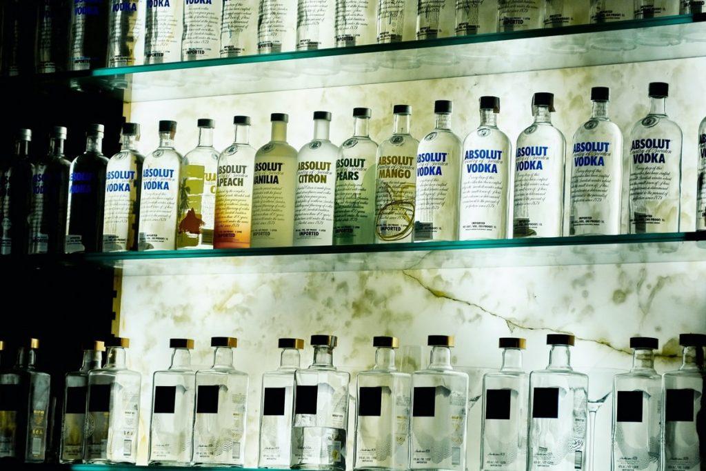 Скупка водки в частную коллекцию. Продать «Полугар», «Белуга», «Абсолют», «Распутин», «Зубровка», «Пшеничная», «Посольская», «Русская», «Столичная».