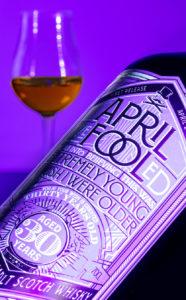 April Fool's Whisky - этикетка бутылки в ульстрафиолетовом свете - The Whisky Exchange.